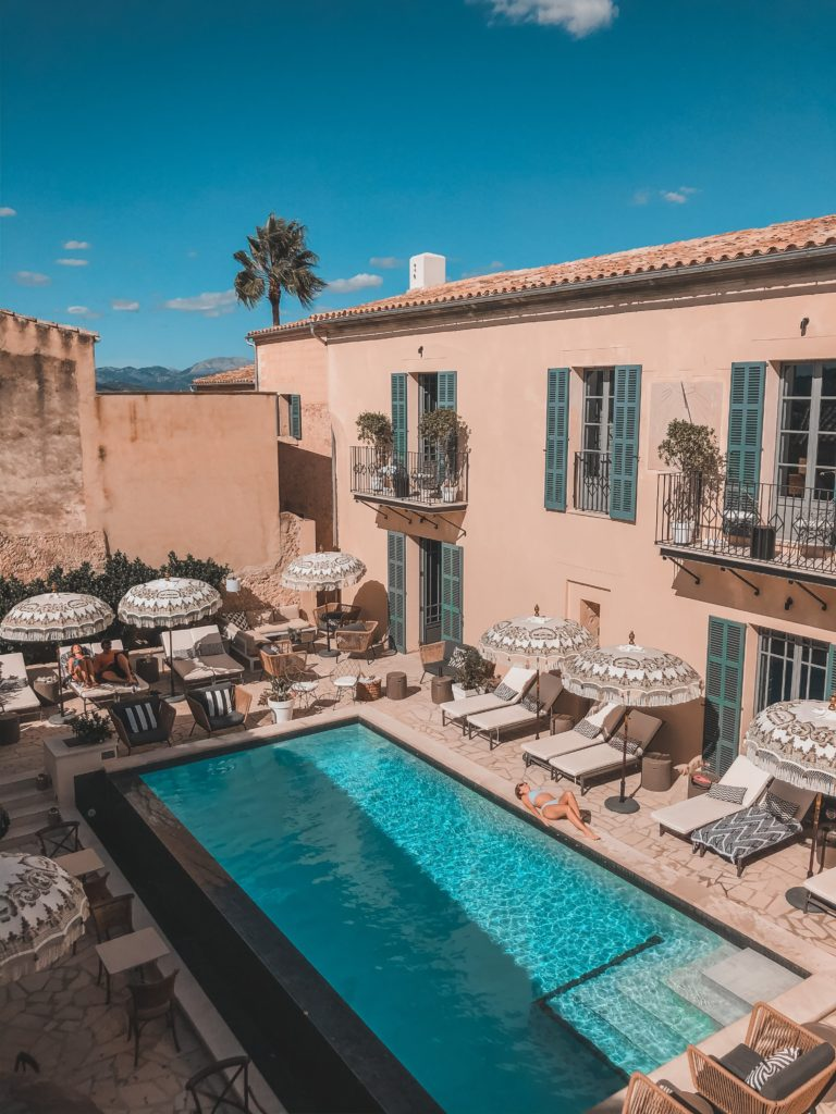 Instagram-worthy hotel in Mallorca: dream pool