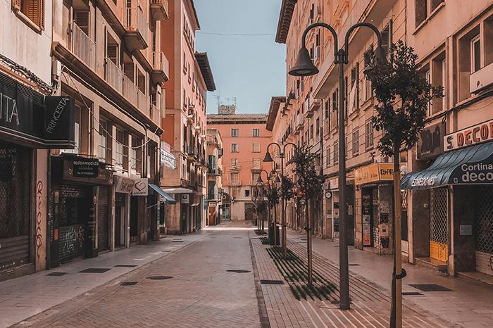 palma de mallorca empty street durng lockdown