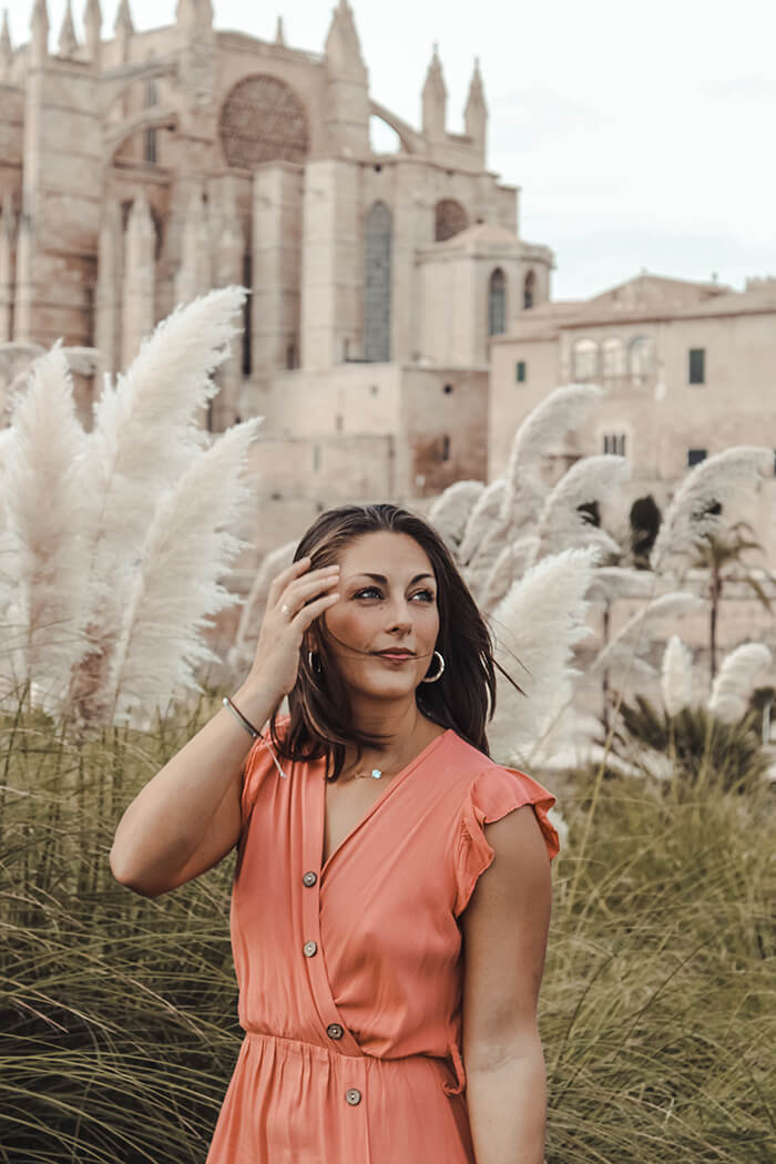 palma insta tour girl cathedral pampas grass